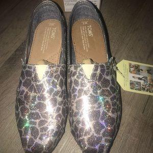Toms size 7 giraffe glitter brand new in box